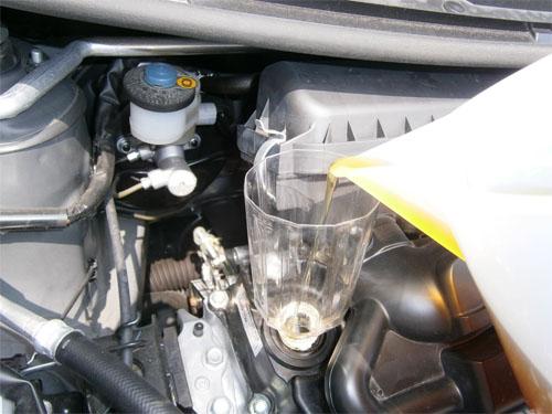 缶を開けてしまったエンジンオイルを取っておくこ …